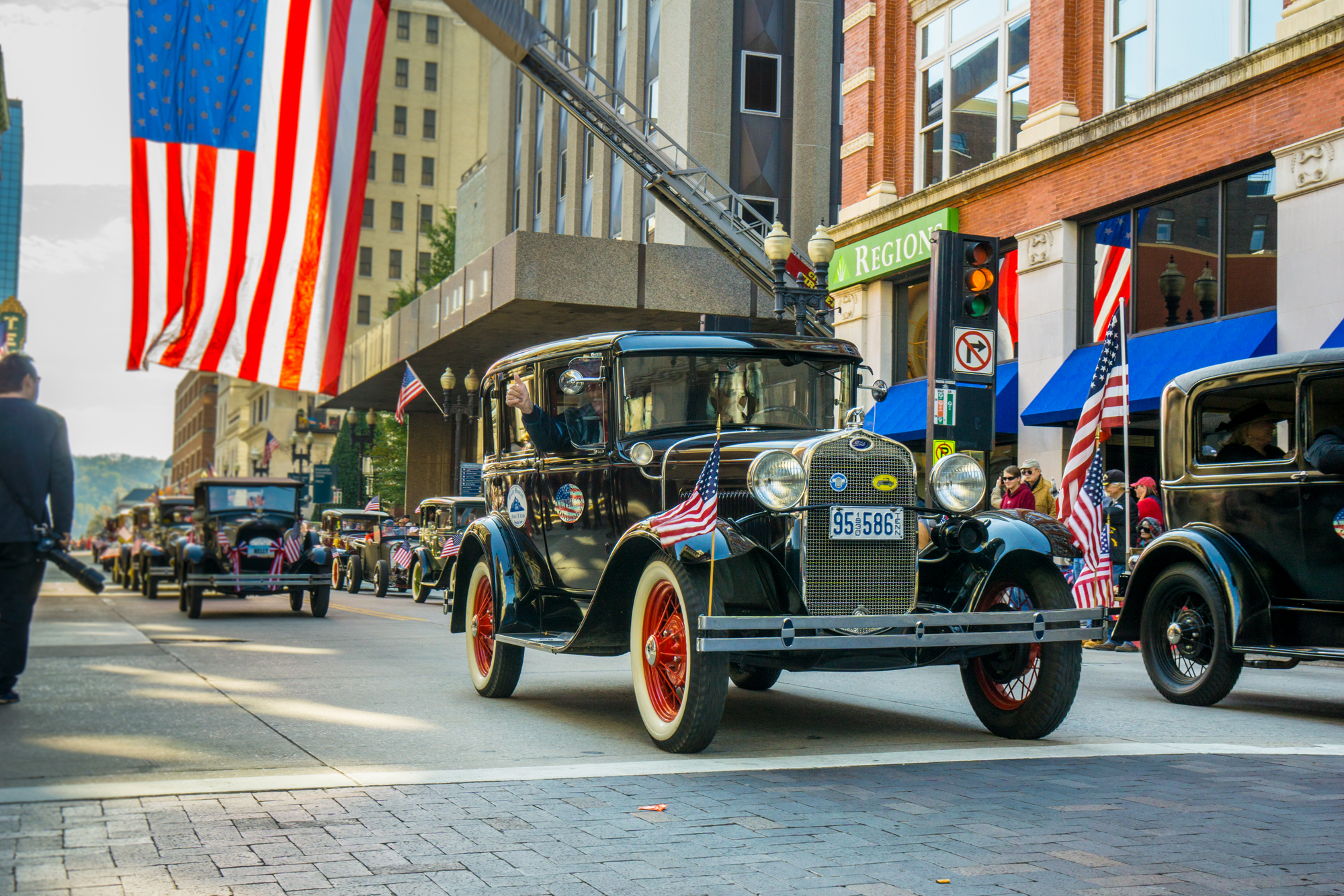 Smoky Mountains Model A Club participates in Knoxville, TN Veterans Day Parade